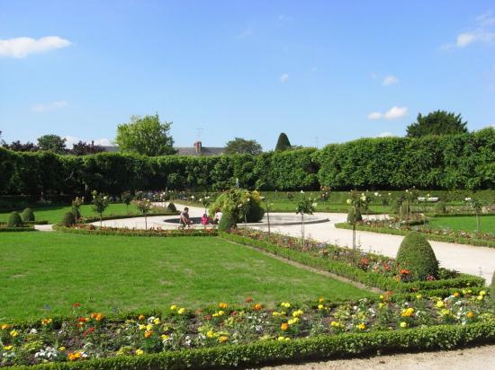 Meaux jardin Bossuet