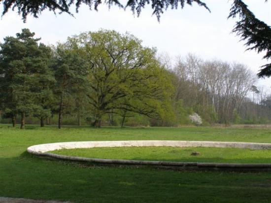 Nandy : domaine du Pavillon royal