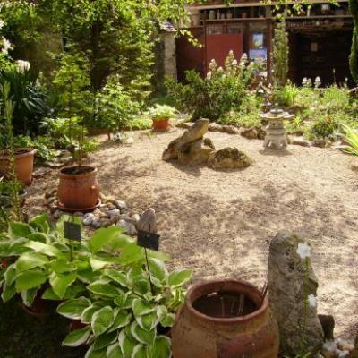 Ville-Saint-Jacques : jardin de l'ancien presbytère