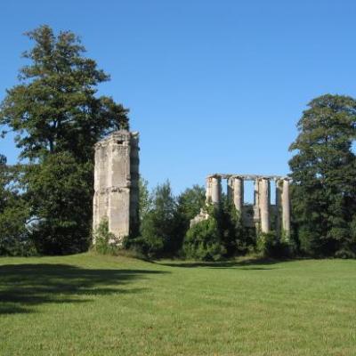 Montceaux-les-Meaux : parc du château