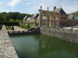 Vaux le Vicomte-chateau.jpg